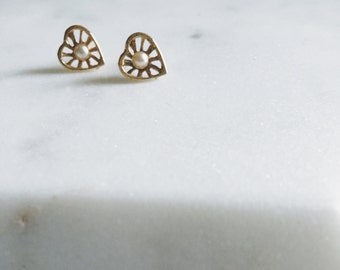 1980's Vintage Gold Back Heart Pearl Stud Earrings