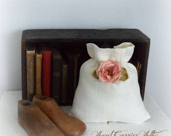 Linen Gift Bag, Drawstring Pouch, Wedding Favor, Jewelry Gift Bag, Creamy White, Lined, Made from Vintage