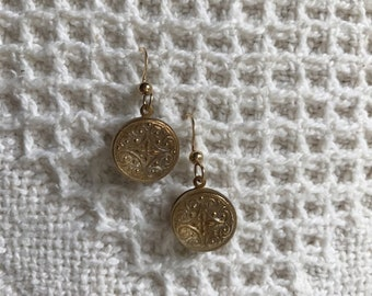 Unique Vintage Button Earrings-Vintage Style-Button Jewelry-14k Gold Filled-Repurposed Earrings-Upcycled-Victorian Style-Vintage Jewelry