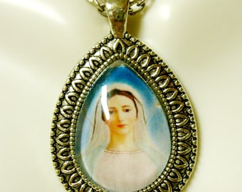 Virgin Mary of Medjugorje pendant with chain - AP15-085