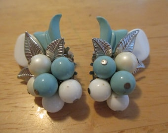 Vintage costume jewelry   /  thermoset  clip on earrings