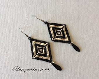 rhodium-plated black and silver miuyki earrings / stainless steel hook / peyote weave /