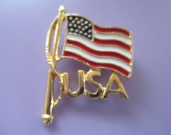 """Vintage lapel or hat pin gold tone """"American Flag USA""""  not signed"""