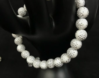 White with silver dotted design strech bracelet