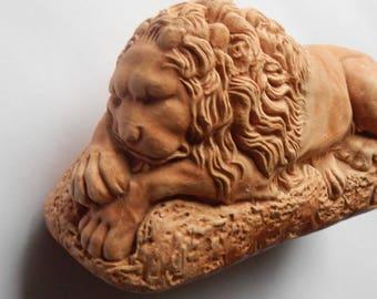 Majestic Vintage Pottery Lion!