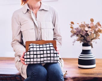 Oversized Clutch Purse, Checkered Clutch Bag, Wooden Frame Purse, Minimalist Purse, Toiletry Bag Womens Purse, Unique Gifts for her, Gingham