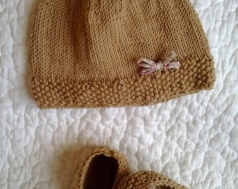 INSPIRED romantic Duo Hat beige and liberty cotton baby booties