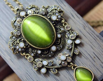 Necklace Cabochon Style Victorian cat's eye
