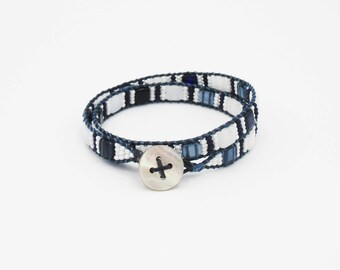 Wrap bracelet 2 laps beads square Navy Blue and white