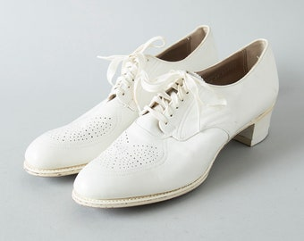 Vintage 1940s Shoes | 40s Oxfords White Leather Lace Up Heels (size 9.5 10)