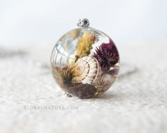 Shell and Flowers ⇷25mm⇸ One-of-a-kind necklace | Nature jewelry | one of a kind gift for her | One-of-a-kind resin necklace crystal clear
