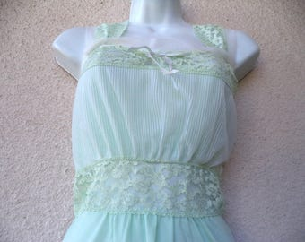 1950s Nightgown. Silky Nylon NIGHTGOWN. Accordion Pleats at Bust. Fitted Bodice. Sheer Gown. Long Nightgown. Green Nightgown. Lace Trim. M