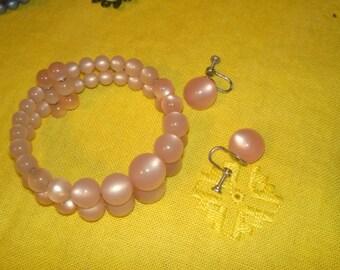 Vintage pink plastic pearl bracelet and earrings