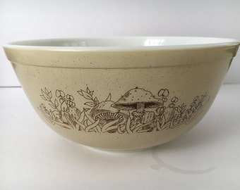 Vintage Pyrex Forest Fancies #403 2.5 quart Pyrex mixing bowl