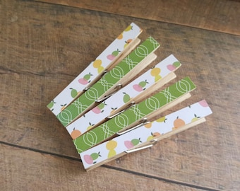 Lemons. Kitchen magnets. Clothespin magnets. Clips. Clothespins. Home decor. Kitchen decor. Thank you gifts. Housewarming gift. Green.