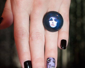 Madame Leota Crystal Ball Illusion Domed Glitter Ring Haunted Mansion