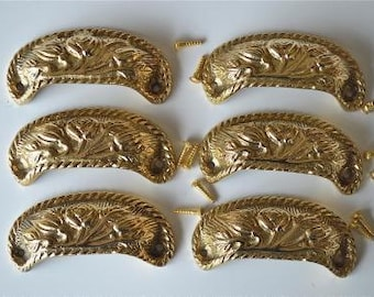 A set of 6 solid brass vintage style cup drawer handles c/w screws 2002