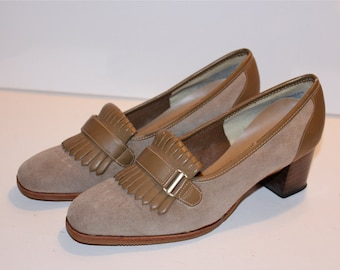 Vintage Shoes / Vintage 70s Shoes / Suede Shoes / Suede Loafers / Tassel Loafers / Medium Heel Shoes / Brown Suede Shoes / Size 6.5