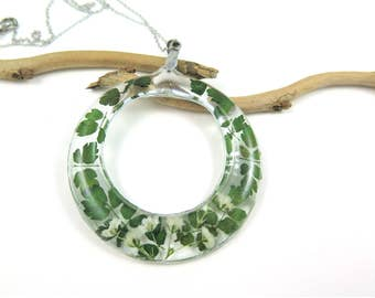 Real Flower Resin Necklace, Pressed Flower necklace, Resin flower jewelry, Botanical Necklace, Green plant pendant, Fern and babys breath