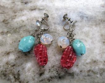 Vtg ART GLASS Dangling Screwback EARRINGS-Shells