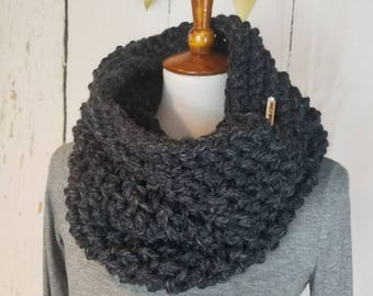Suzy Cowl.CHARCOAL DARK GRAY Cowl//Herringbone Cowl//Bulky Yarn//Ready to Ship//Wool-ease//Crochet Cowl