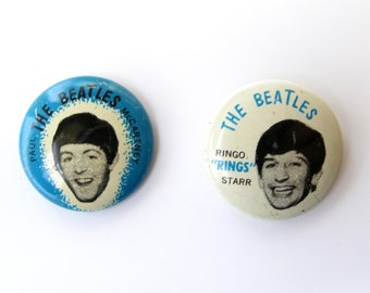 2 Vintage Beatles pin buttons 1964, Paul Mccartney and Ringo Starr - original blue pin back pins from 1964