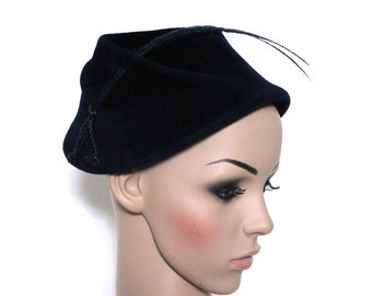 Vintage 1940's Hat//Navy Blue//Faux Feathers//Felt//Cording//Designer Geo. Innes Co.// High Fashion//New Look