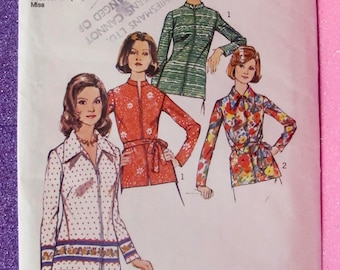 New - uncut, rare, VINTAGE, 70s, Sewing Pattern - Simplicity 6466 - Size 18 & 20 - Bust 40 / 42 - Lovely  Blouses - 1974