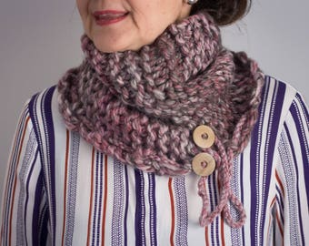 Wool cap/scarf (double utility) with a very soft texture and pleasing to the touch, hand-woven with two needles.