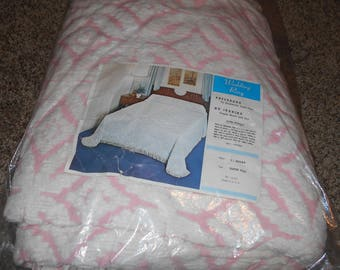 Vintage Pink and White  Wedding Ring  Bedspread Super Full With Fringe - BRAND NEW!