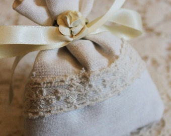 Cotton sachet filled with dried lavender