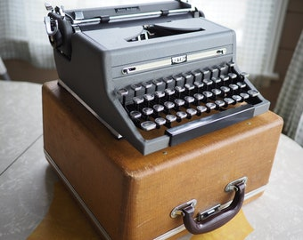 1949 Royal Quiet De Luxe Typewriter Working Cleaned Gray & Gorgeous!