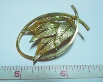Vintage Gold Tone Leaf Oval Brooch - Used