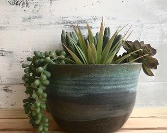 E A R T H & A I R: ceramic pottery planter
