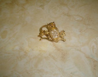 vintage pin brooch goldtone owl on branch rhinestones