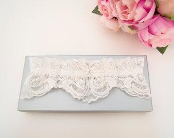 Wedding garter, bridal garter, lace garter, ivory garter