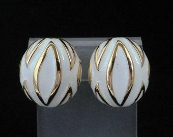 Cream Enamel Earrings, Button Earrings, Mimi di N Vintage Clip ons, White Gold Earrings, Oval Clip on Earrings, Vintage Jewellery Gift