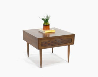 Mid Century Modern Lane Style End // Side Table with Drawer
