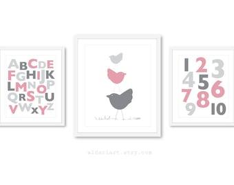 Bébé fille chambre d'enfant tirages, alphabet imprimer, numéros impriment, impression d'oiseaux, bébé fille chambre d'enfant sticker, impressions de chambre d'enfant rose et gris, crèche de l'art