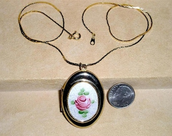 Vintage Guilloche Red Rose Locket Pendant Necklace 1960's Jewelry 3093