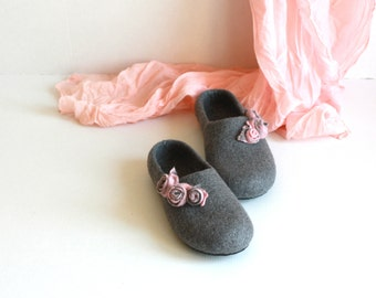 Bride slippers, Valentines gift, Women house shoes, felted wool slippers, winter home shoes, stylish valenki, grey slippers with pink roses