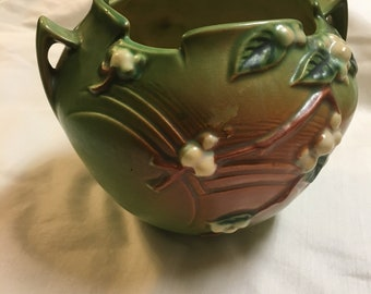 Roseville Snow Berry Pottery