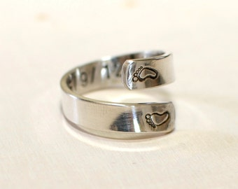 Sterling silver bypass ring for new mom and baby feet with that special custom date on the inside - Solid 925 RG807
