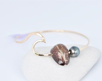 "Wave Bangle, Size 7.5"", Gold Filled, Tahitian Pearl Bangles, Wave Bangle, Hawaiian Shell, Ocean Inspired, Mermaid Jewelry, Cowrie Shell"