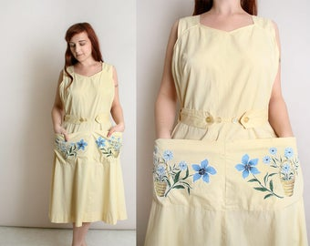 Vintage 1950s Dress - Cotton Wrap Dress - Extra Large Front Pockets - Floral Applique - Light Pastel Butter Yellow - Evelyn Pearson - Large