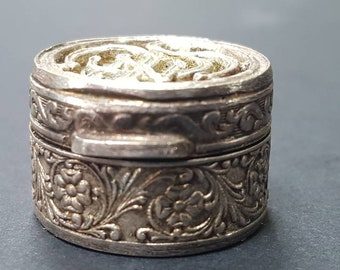 Vintage Dice Box, Art Nouveau Trinket Tin, Dice Holder, Vintage Dicebox, Vintage Ring Box, Vintage Pill Box
