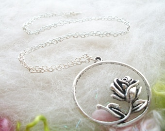 Rose Bud Necklace Silver Rose Pendant Garden Necklace Pendant Detailed Rose Silver Circle Small Chain Whimsical Jewelry Retro Charm Necklace