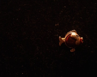 """Small Toy Quality """"Kissy"""" Fish Pin"""