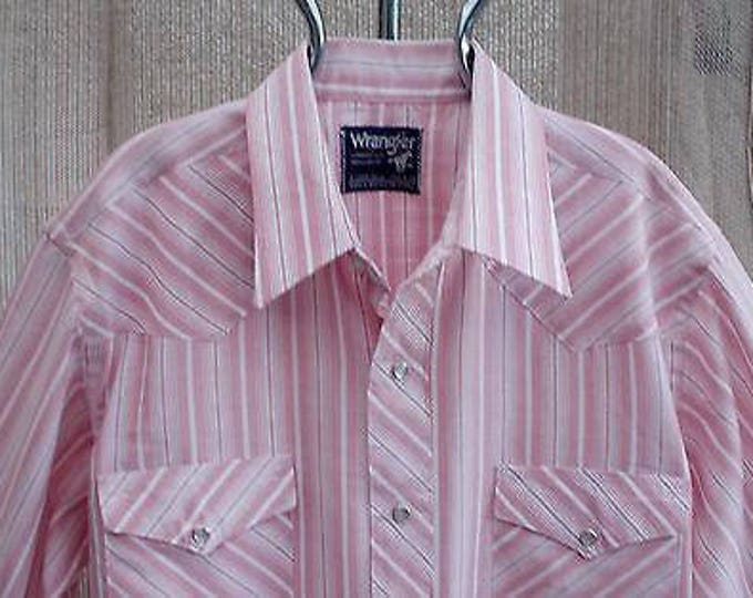 Vintage 70s Country Western Wrangler Cowboy Cut Pink White Striped Mens Long Sleeve Snap Shirt X-Long Tails