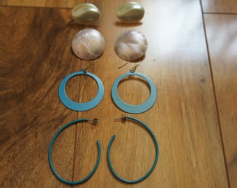 Vintage Jewelry Earrings Pierced/Stud/  Set / Circle/ Disk/ Oval/ Blue/ Cream / Beige  Y-068